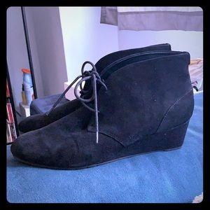 Clark Artisan Black Suede Wedge booties sz 10